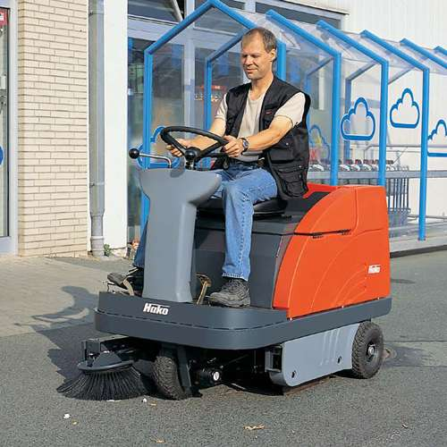 Hako Sweepmaster B900r Ride On Sweeper Powervac Cleaning