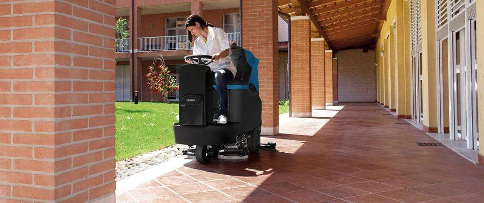 Conquest Mr85b Ride On Floor Scrubber Powervac Cleaning